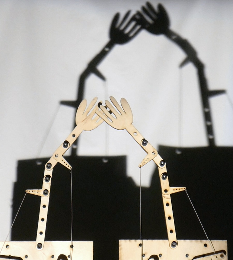 Hands of a robotic puppet